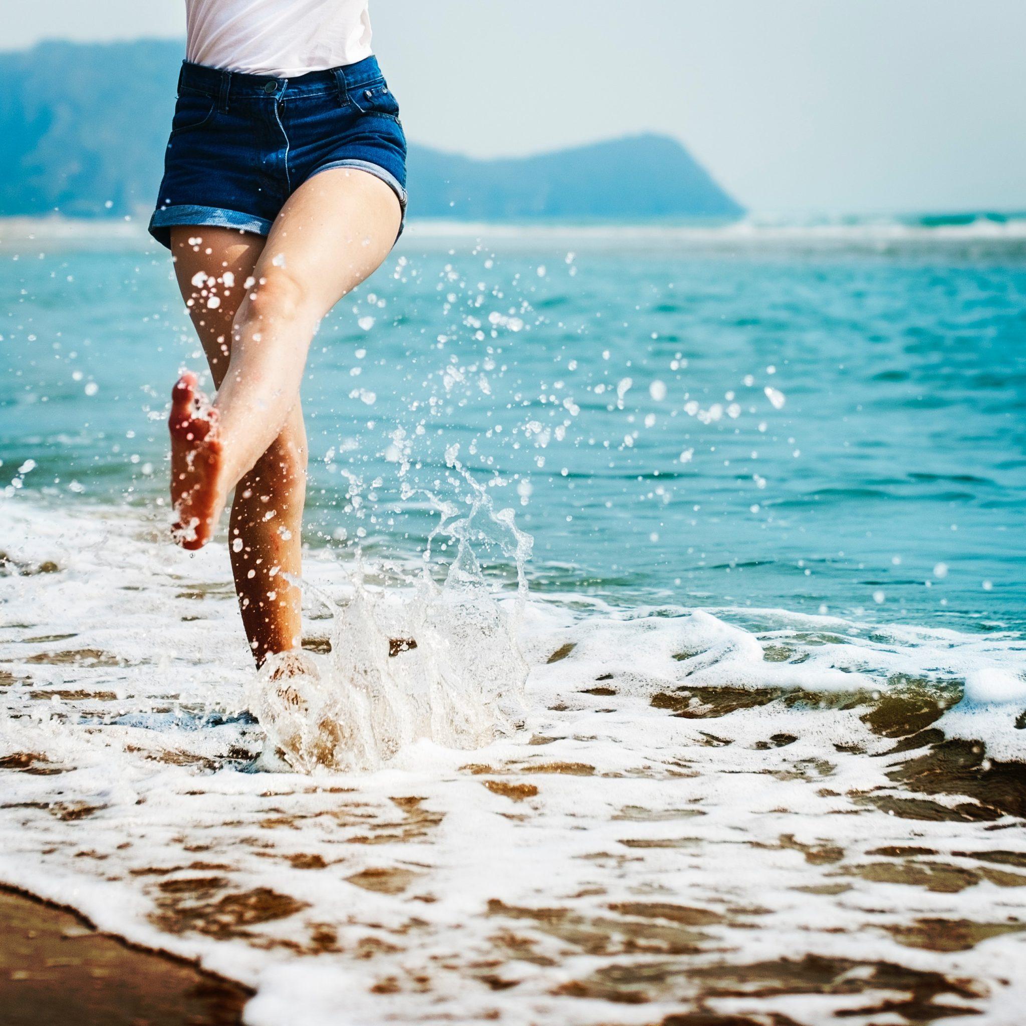 barefoot beach blur 296879